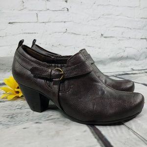 Bare Traps brown bootie Block Heel Corynne 7